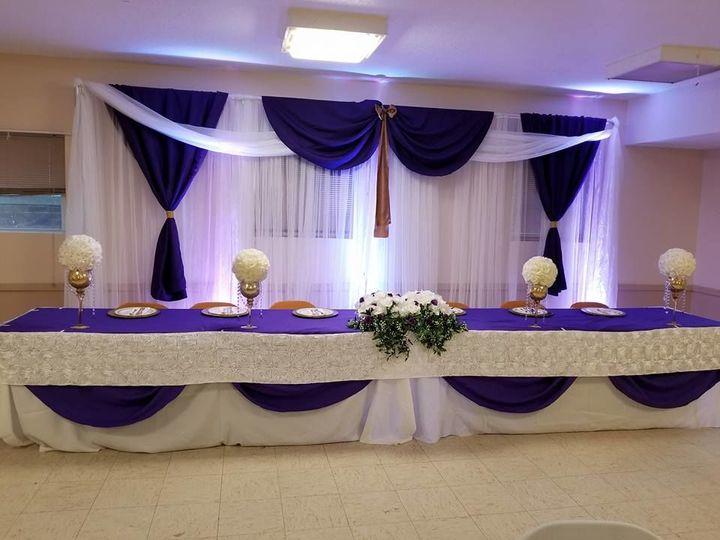 Violet head table decor