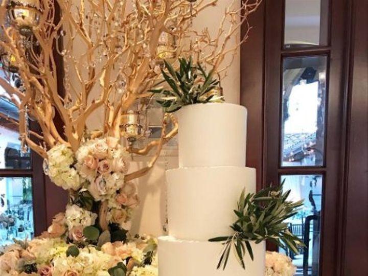 Tmx 1517887233 020b96a0792a9a8f 1517887185 5ffe11505e57a739 1517887178425 2 2017 11 05 1006 Santa Barbara wedding cake