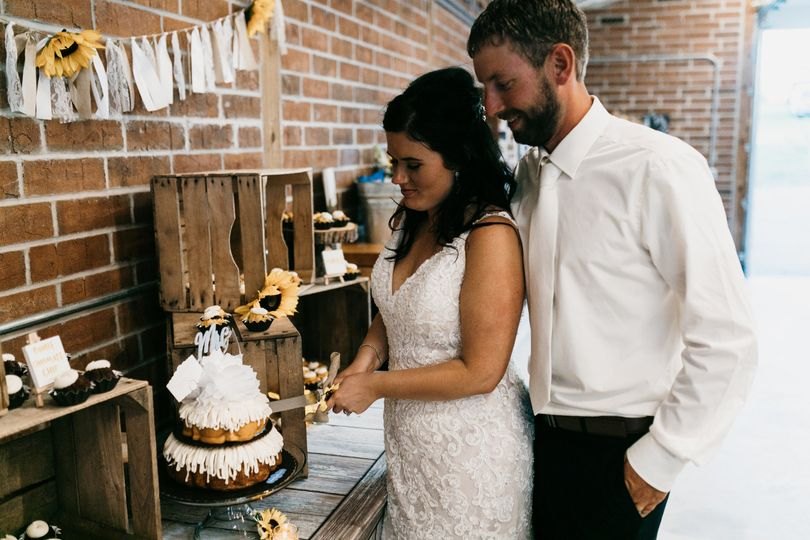 Cutting the cake - Alyssa Pearl Photography
