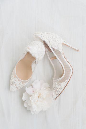 Dreamy bridal pumps
