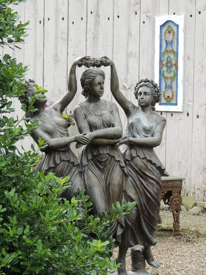 Spring Hill Manor statue decoration