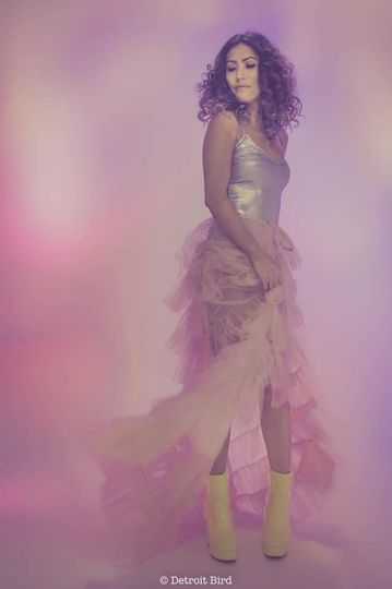 Curly queen