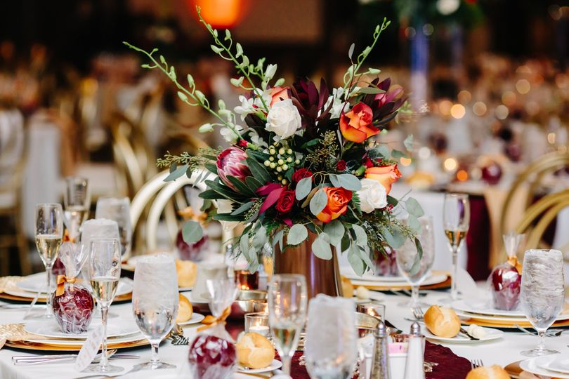 Floral centerpiece | Jeanine Bonadio Photography