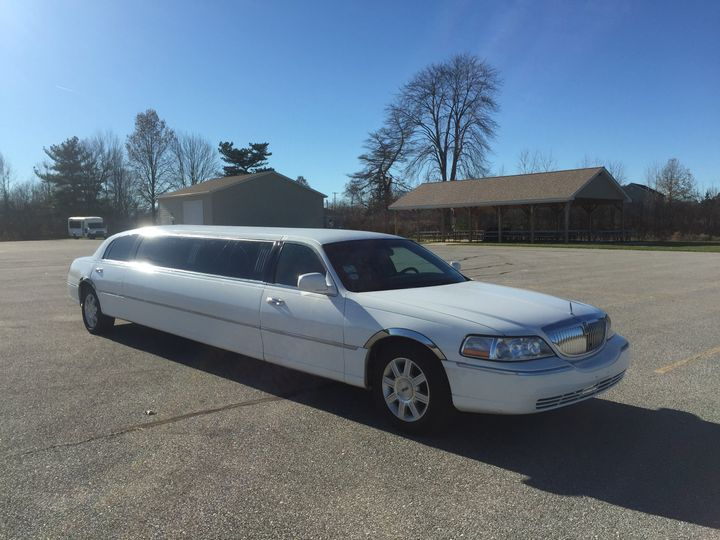 Tmx Img 255 51 755541 V1 Mentor, OH wedding transportation