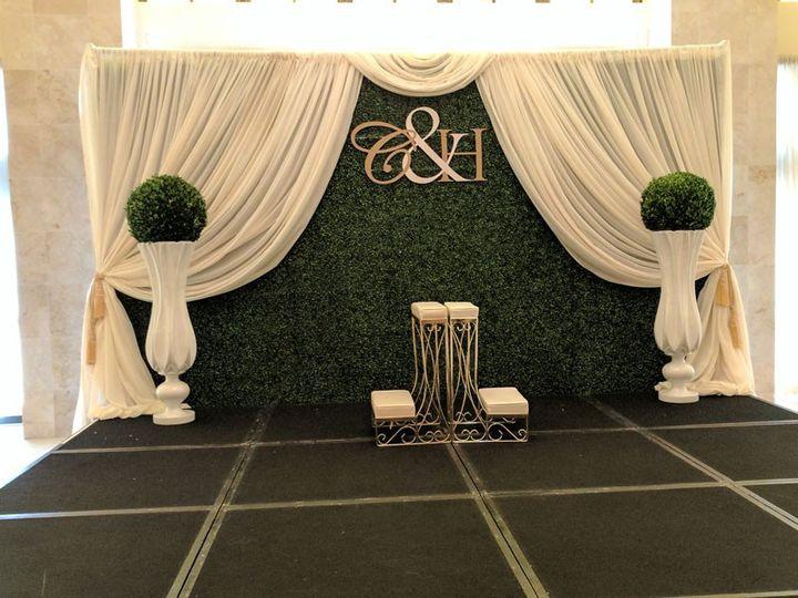 wedding boxwood wall backdrop 51 1068541 1559057045