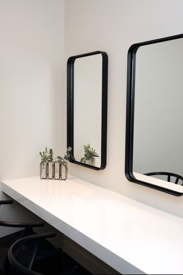 Makeup room-Grand Alexis Suite