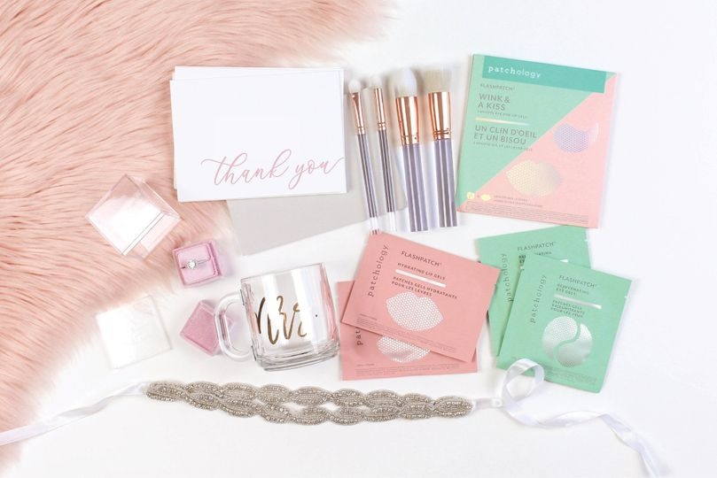 Facial packs and cosmetic brushes