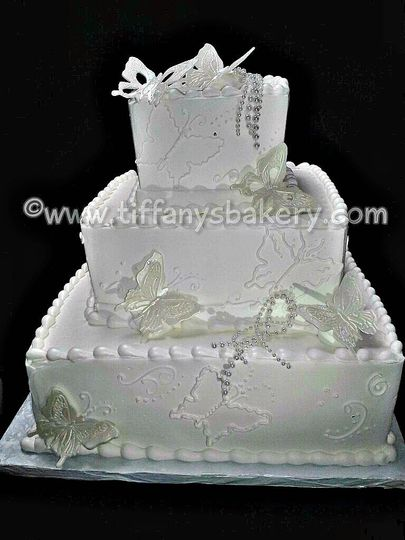 800x800 1438368729992 butterfly square wedding cake