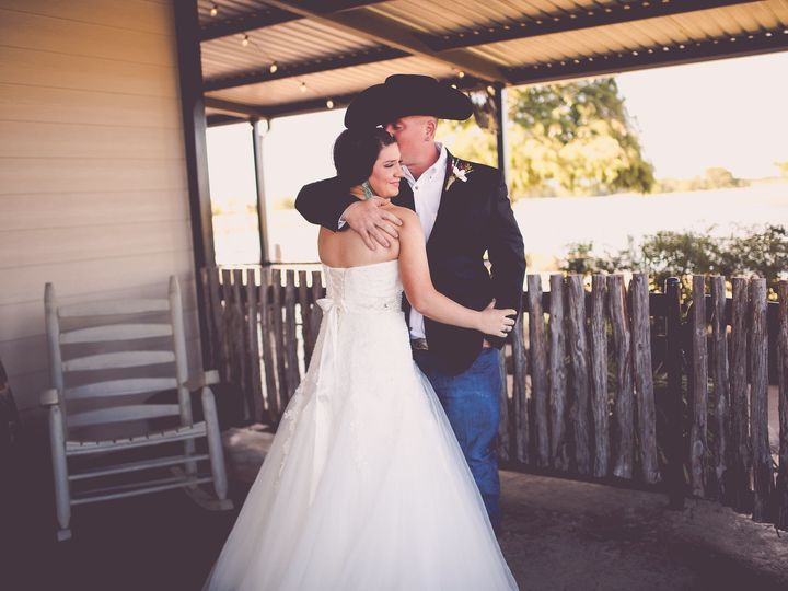 Tmx 1528044569 B924fcccb43308d4 1528044567 A0f8cf8b8ed69ba2 1528044566578 13 625A0514 Royse City, Texas wedding venue