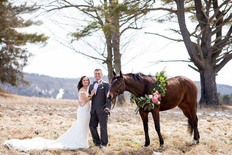 Couple with horse & wreath