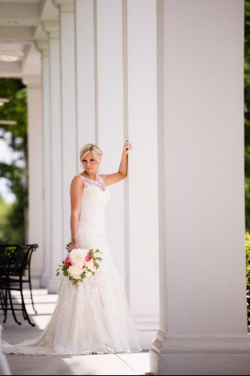 Bride by the pillars