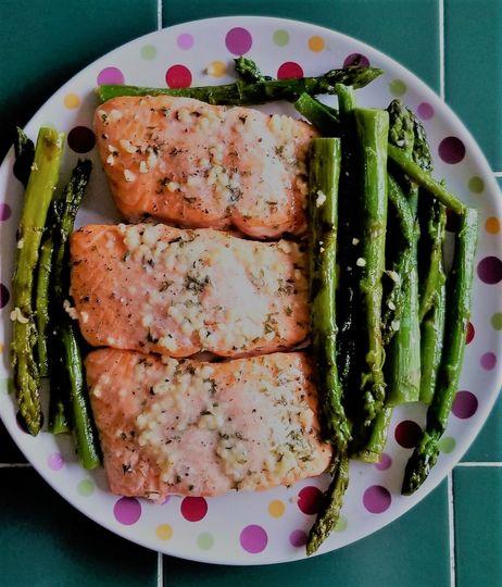 Garlic salmon and asparagus
