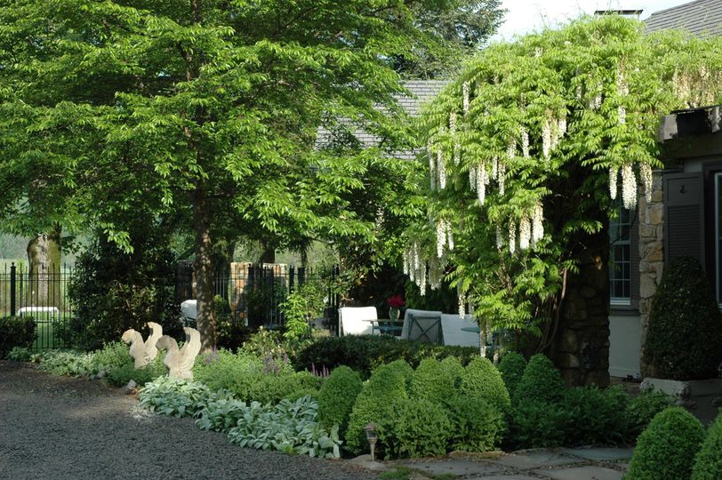 Exterior view of the Glen Gordon Manor