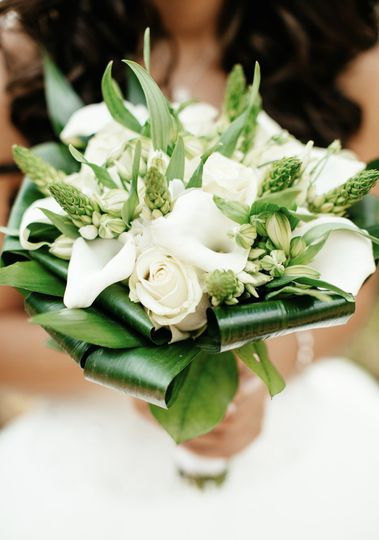 White bouquet with leaves