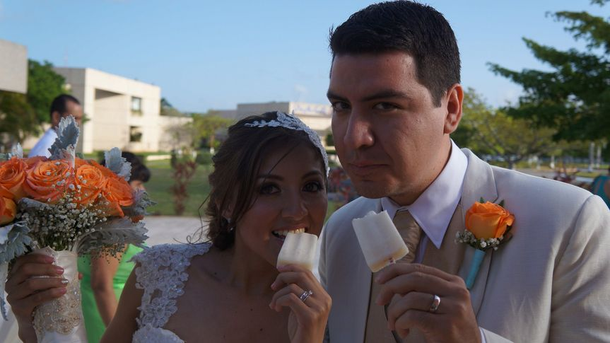 cancun wedding popsicles