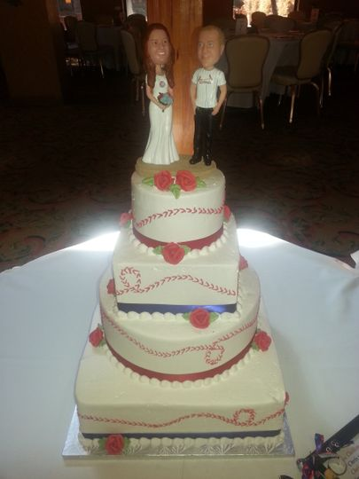 Four tier square and round shaped wedding cake