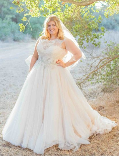 Della Curva PlusSize Bridal Salon Dress Attire Tarzana - Plus Size Fall Wedding Dresses
