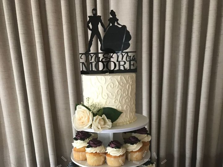 Tmx 1516217882 6a0067769343f20f 1516217878 92aa005889b23eed 1516217857681 8 Cupcake Tower Wedd Dracut, Massachusetts wedding cake