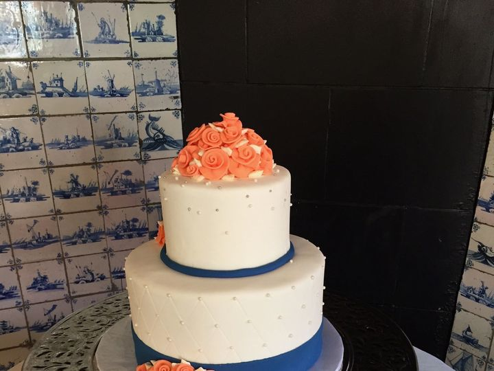 Tmx 1516217913 0ad7c654318333f8 1516217910 D1bd8577d8af4e4c 1516217857698 30 Simple Scroll Wed Dracut, Massachusetts wedding cake
