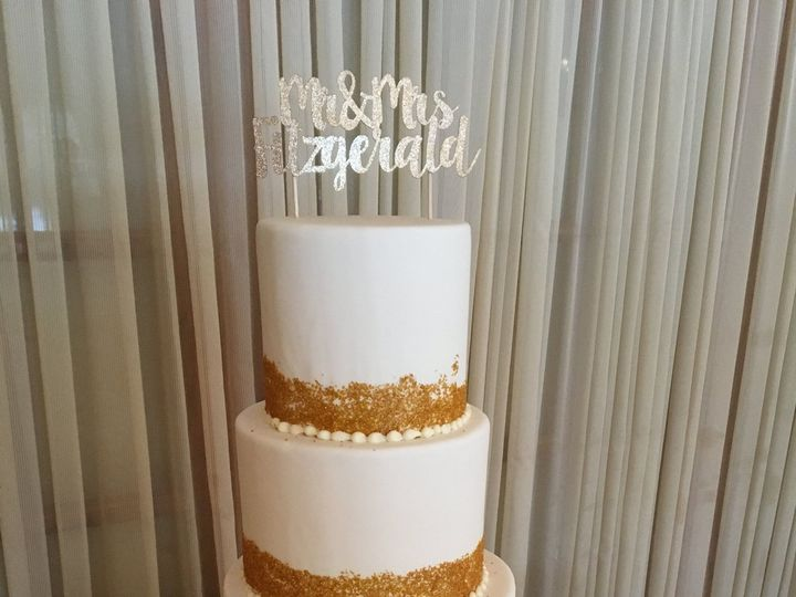 Tmx 1516217937 C0ec590eb5b5eaa7 1516217934 99f4de10c155ca9f 1516217857706 45 White And Gold We Dracut, Massachusetts wedding cake