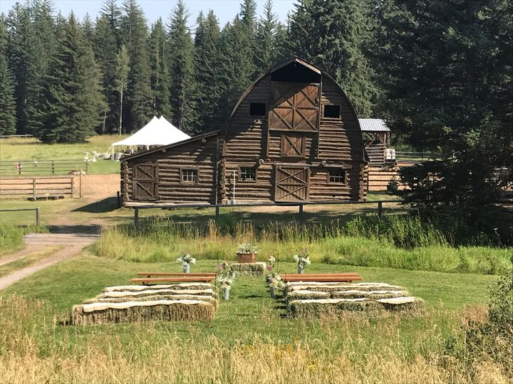 Barn as backdrop to ceremony