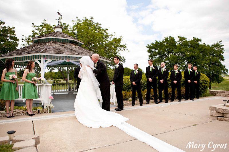 800x800 1474572401322 Mary Cyrus Wedding Shot2