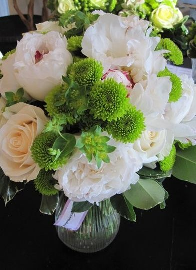 bouquet of white peonies vendella roses and gree