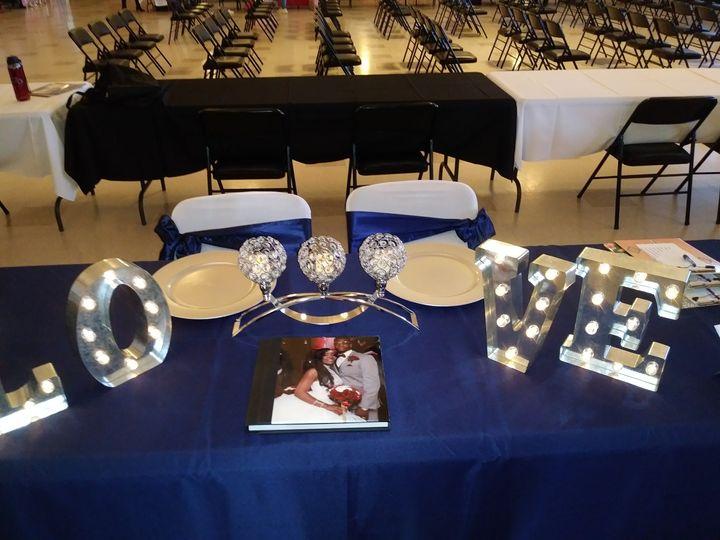 Blue and silver wedding decor