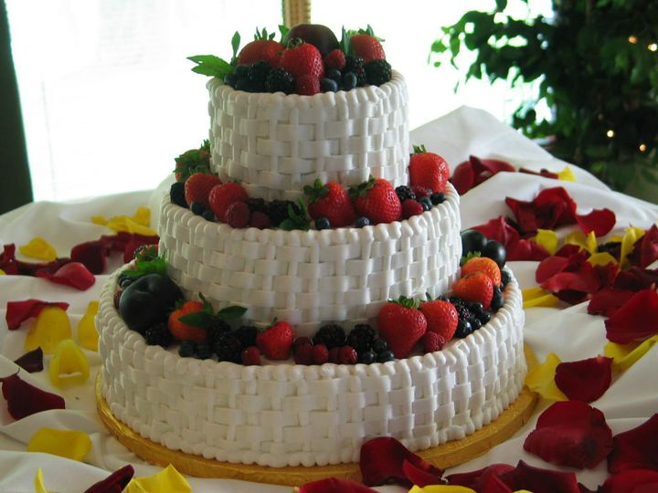 Tmx 1529615588 10f86cf3832cf772 1529615586 D97ffb04e85e306d 1529615582062 6 Image11 Louisville wedding cake