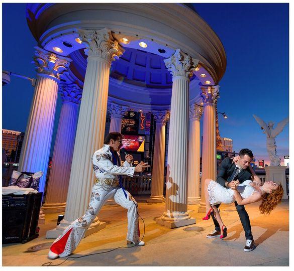 Elvis with newlyweds