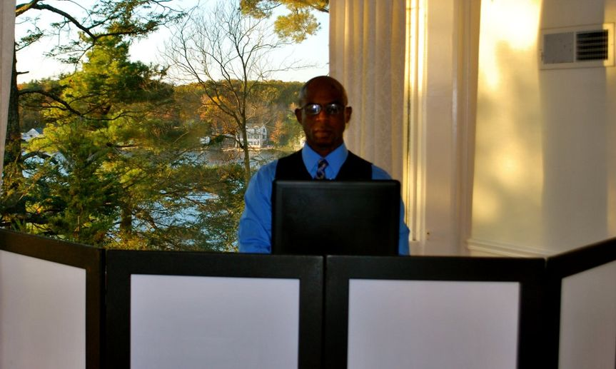 DJ SMOOTH BEE  I am the owner of Smooth Bee Entertainment. I am a polished disc jockey with well...