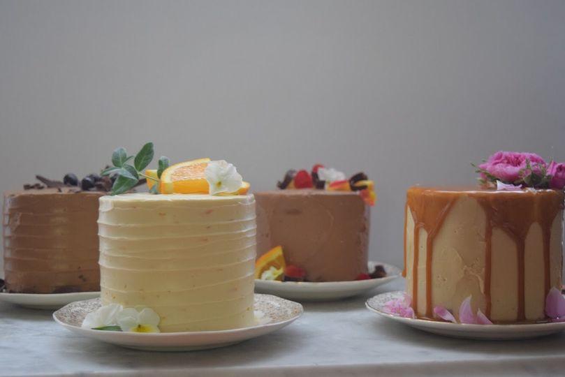 small cake display 51 1043451