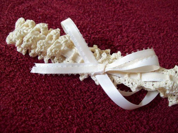 Ivory lace with a double ribbon effect