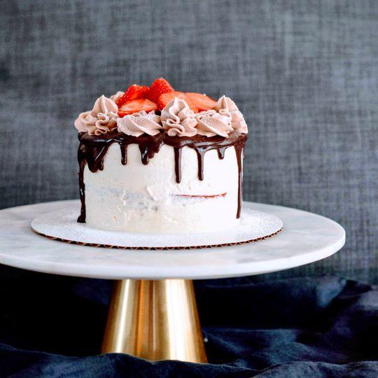 Gluten-free semi-naked cake