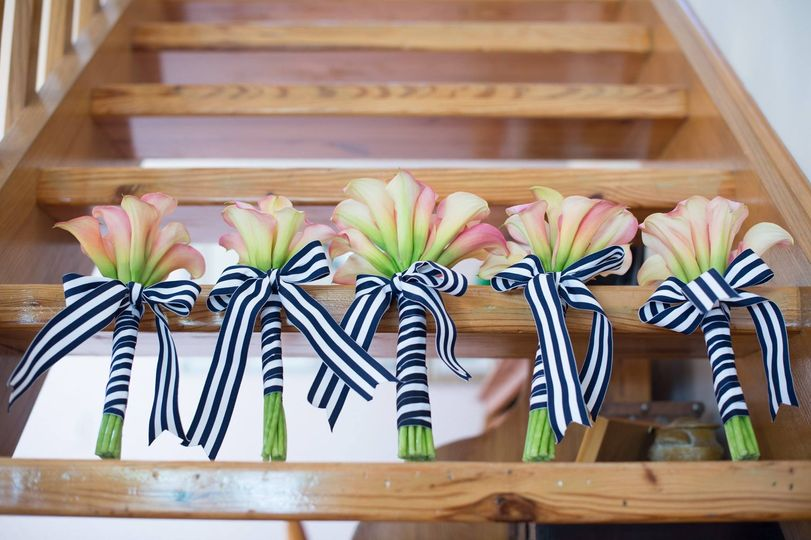 Dainty bouquets