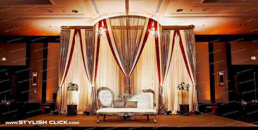 stylish click wedding stage decor 0003