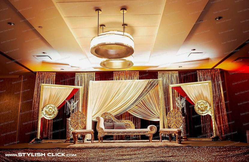 stylish click wedding stage decor 0015