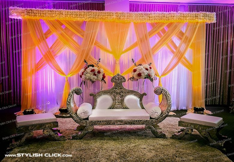 stylish click wedding stage decor 0016
