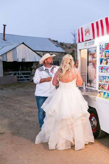 Country wedding ice cream