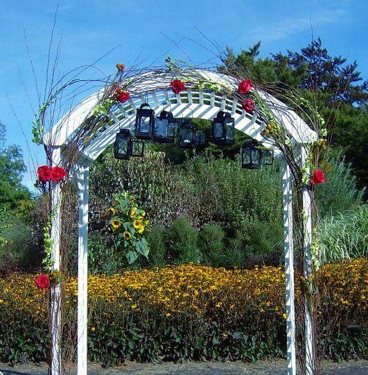 floralaccentsceremony1arborpinkrosesorchidslanterns