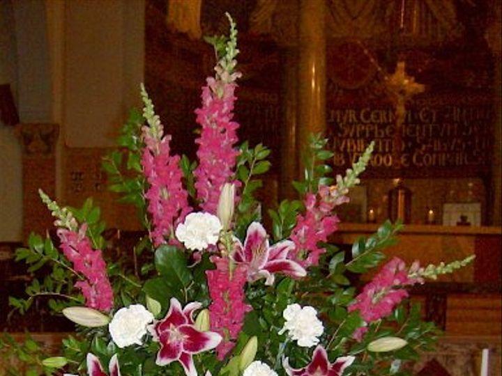 Tmx 1347481294885 Floralaccentsceremony1pinksnapswhitecarnsstargazerivyurn North Tonawanda wedding florist