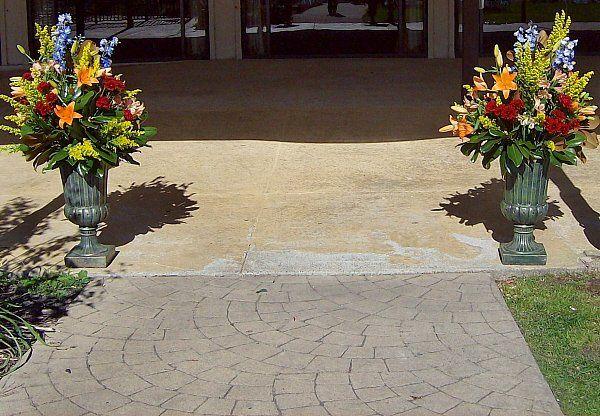 Tmx 1347481316995 Floralaccentsceremony1urnsorangelilybluedelphsolidegobrugundy North Tonawanda wedding florist
