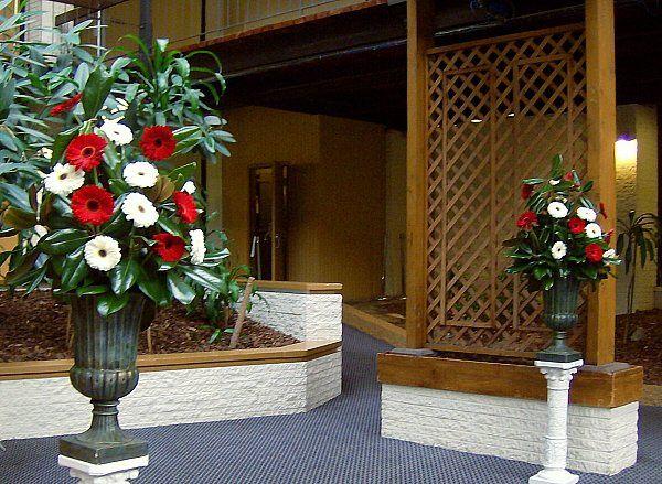 Tmx 1347481407442 Floralaccentsceremonyfeb252012redwhitegerburnsonpetisal North Tonawanda wedding florist