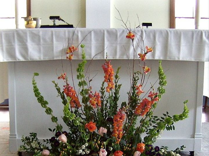Tmx 1347481457637 Floralaccentsceremonymay2012alterarrangementgreenorange North Tonawanda wedding florist