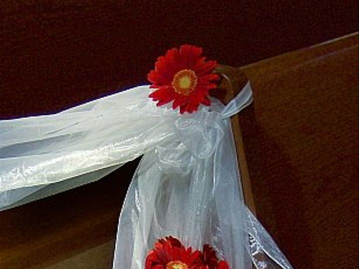 Tmx 1347481508512 Floralaccentsceremonypewflowersredgerberas North Tonawanda wedding florist