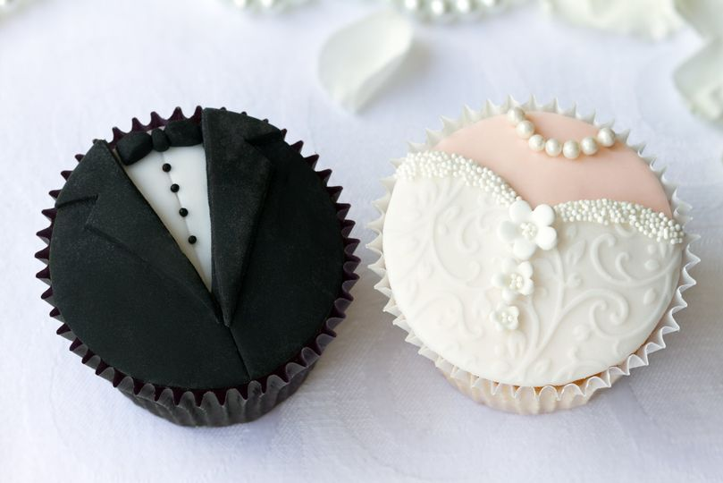 bride and groom cupcakes 51 1029551