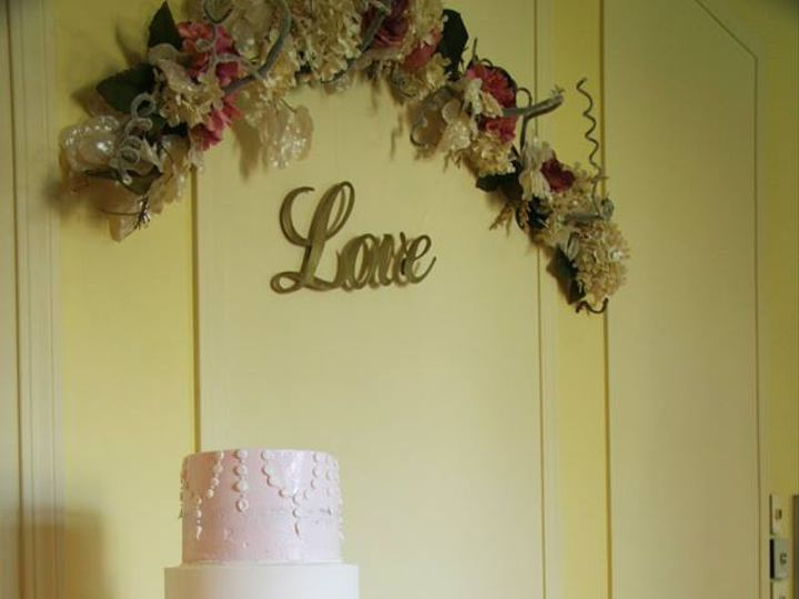 Tmx 42439083 880536208812879 3913835639069474816 N 51 1934651 159443236946697 Rock Island, IL wedding cake