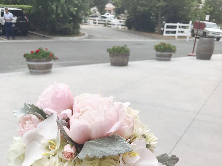Tmx 1536756346 149810d8b20604ff 1536756344 677f700e9f943fb3 1536756337212 65 7B8C5C8E F9C7 4F9 Ventura, CA wedding florist