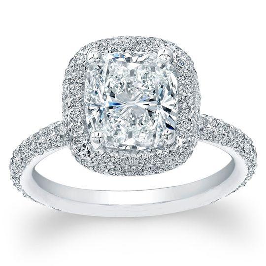 Shared Prong Diamond Engagement RingThis diamond engagement ring has round brilliant cut...