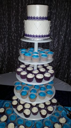Cupcake display with topper